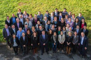Photographe entreprise lyon photo de groupe collaborateur avec CEO Olivier Charmeil sanofi Pasteur à Marcy L'Etoile