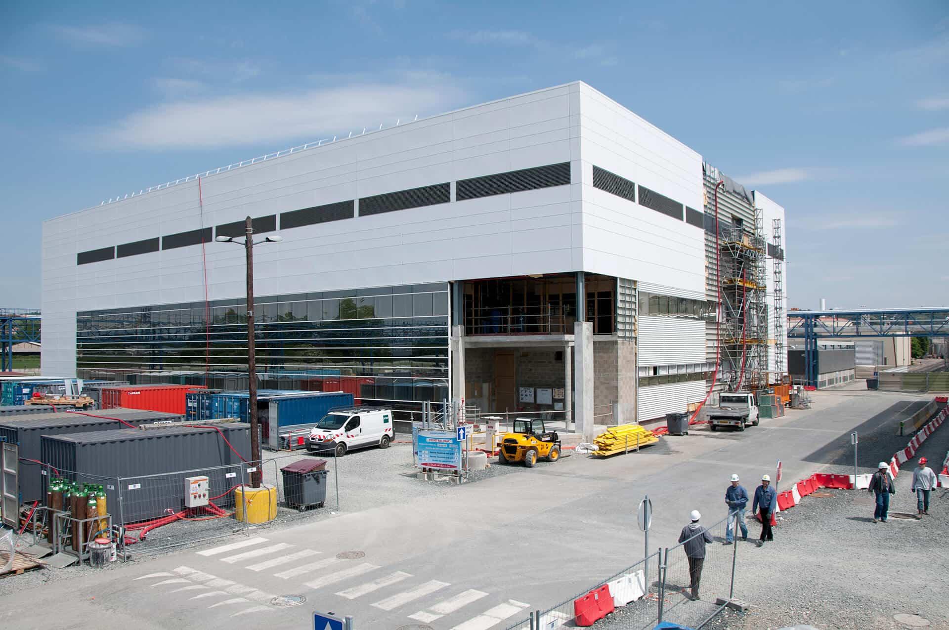photographe professionnel lyon suivi chantier reportage photo suivi de chantier vue sur la façade du bâtiment en cours de construction