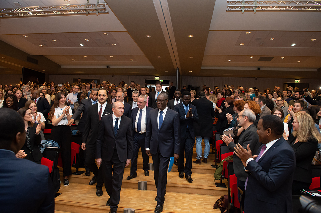 reportage arrivée du Dr-Denis-Mukwege avec gerard Collomb maire de lyon par jean fotso Photographe à Lyon